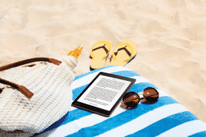 AuraONE Lifestyle Beach Reading Reading Screen US