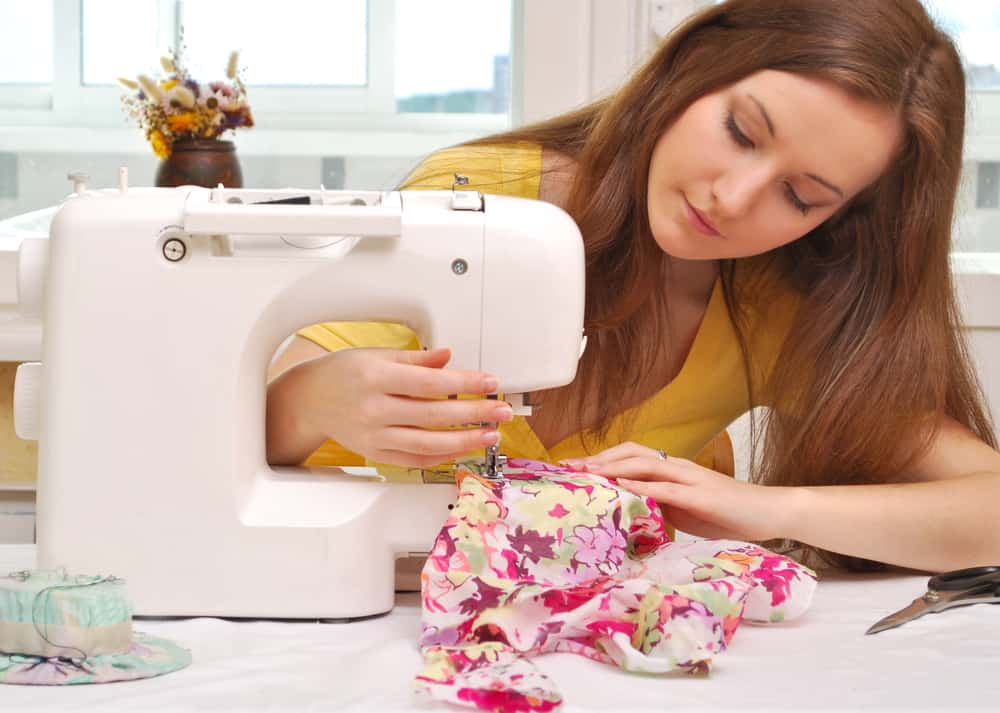 Girl With Best Sewing Machine For Beginners