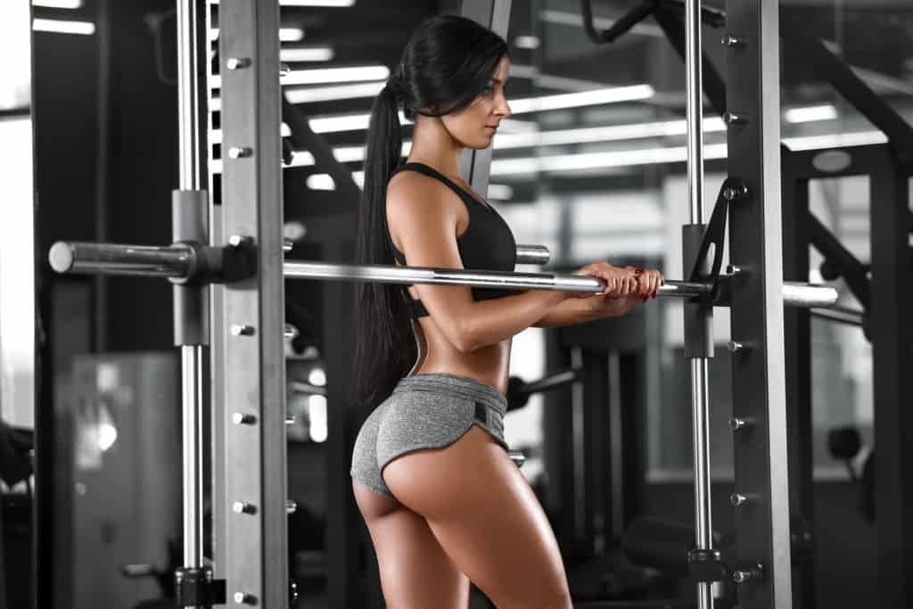 Fit GIrl using A Smith Machine