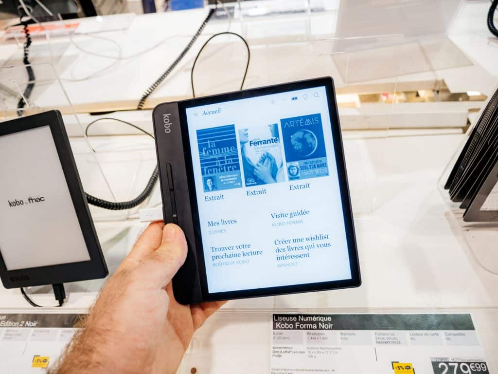 Man hand holding Kobo Forma e-reader book in Fnac