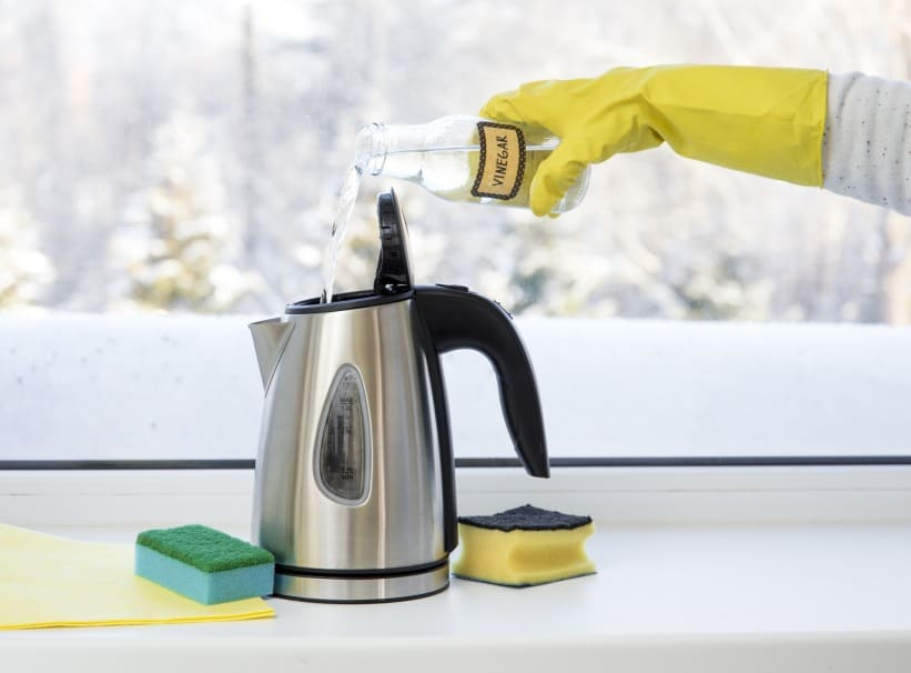 DESCALE A HOT WATER DISPENSER WITHOUT DETERGENTS